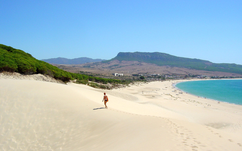 One of the largest beaches in Cadiz is Tarifa, sandy beaches and transparent water, thanks to the meeting of the Atlantic and the Mediterranean.