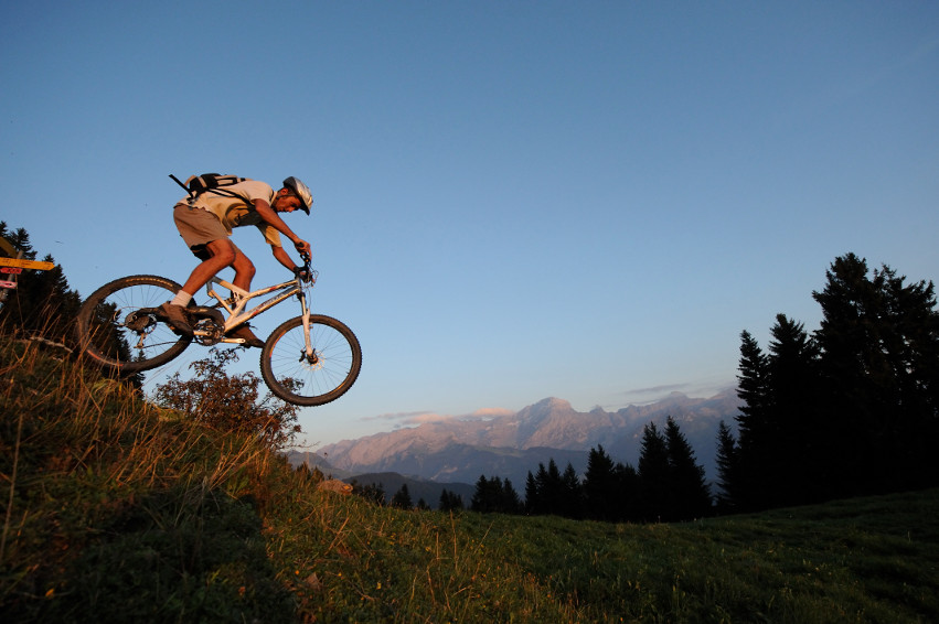 The more adventurous can trace the Alpine horizon on a mountain bike.