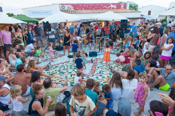 Musica-en-directo-para-todos-en-el-Mercado-de-la-Mola