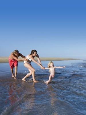 Familia-playa-Gran-Canaria-e1493144036517
